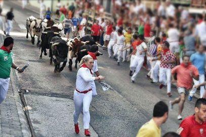 Ángela Cacho corriendo el Encierro