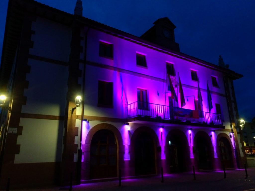 Fachada Iluminada Ayuntamiento Ampuero